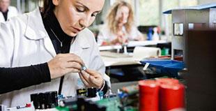 Sistemi di tracciabilità di produzione di prodotti elettronici