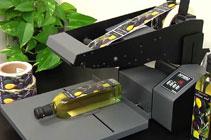 applicatore semi-automatico di etichette in rotolo, sistema professionale da tavolo per bottiglie, scatole, flaconi, vasetti in vetro, ecc.