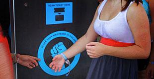 Controllo accessi attraverso braccialetti anche RFid